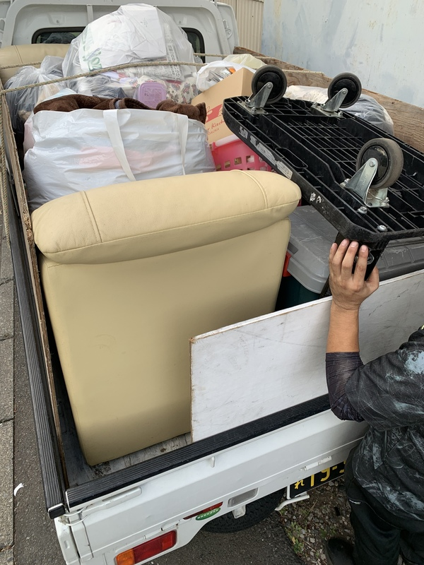 東京都目黒区にてソファーやテーブル、衣類などの回収をしましたのサムネイル
