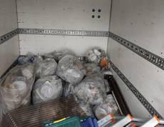 東京都大田区にて屋外のごみの回収をしました