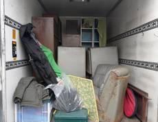 横浜市泉区にてソファーや食器棚、タンスなどの回収をしました