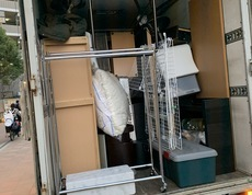 東京都世田谷区にてソファーやテーブル、チェストなどの回収をしました