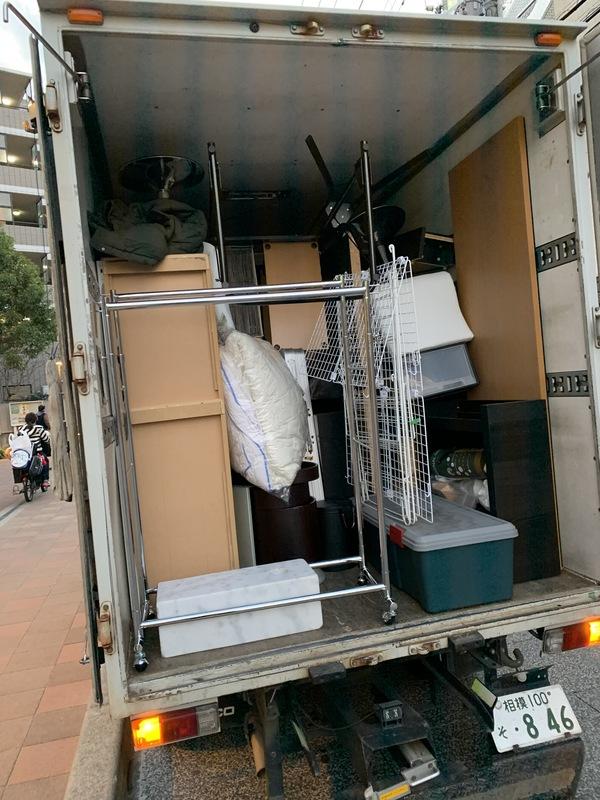 東京都世田谷区にてソファーやテーブル、チェストなどの回収をしましたのサムネイル