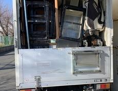 新宿区にて食器棚やダイニングテーブルセットなどの回収をしました