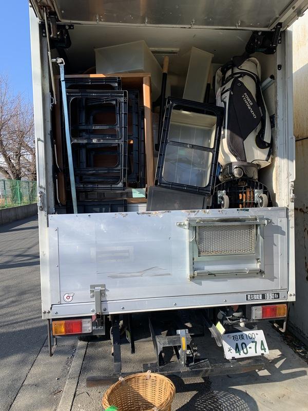 新宿区にて食器棚やダイニングテーブルセットなどの回収をしましたのサムネイル
